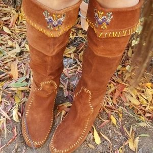 Mocassin embroidered boot